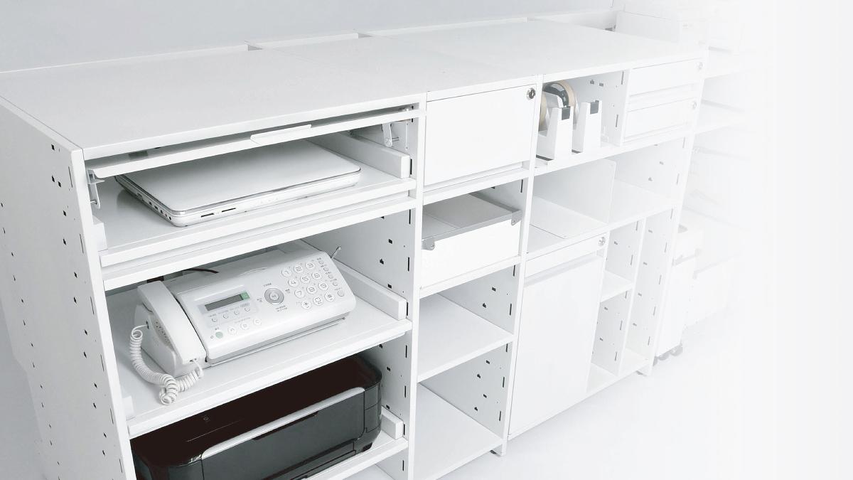 flat counter 本当に使いやすい接客カウンターが、お店の販売効率を高めます。高機能な組み合わせユニットの「システムカウンター」を開発しました。